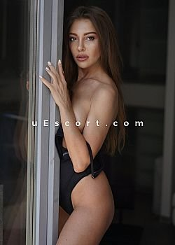 Nicole VIP GFE Escort girl London