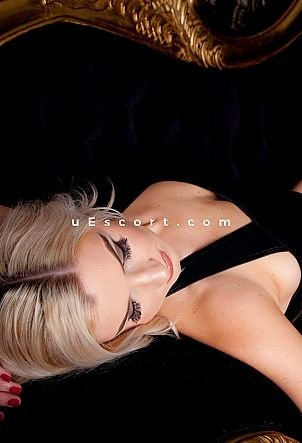 Mia - Girl escort in Edinburgh