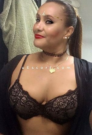 Munike best Curvy - Girl escort in London