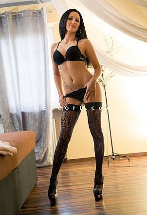 Melody - Girl escort in Derby
