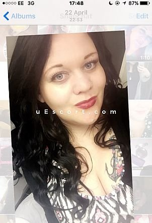 Bustyleona841 - Girl escort in Wrexham