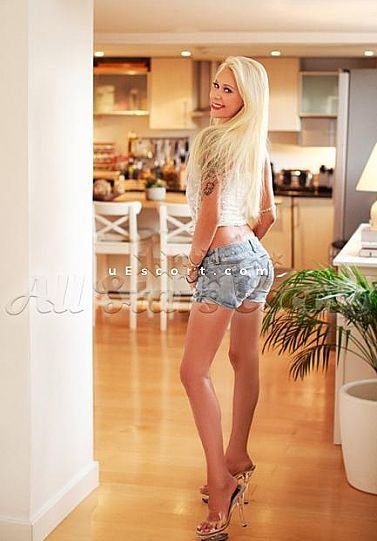 Merilyn - Girl escort in London