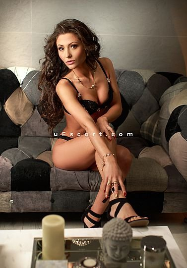 Ayra - Girl escort in Leicester