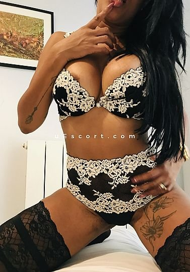 KELLY PARTY - Girl escort in London